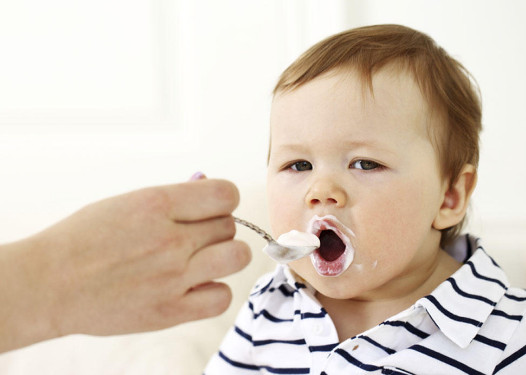 متى ياكل الطفل الرضيع الزبادى اهم 15 فائده للزبادي طب الطفل