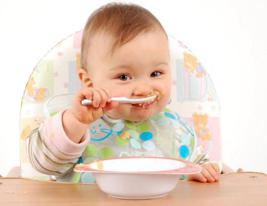 متى ياكل الطفل الرضيع الزبادى