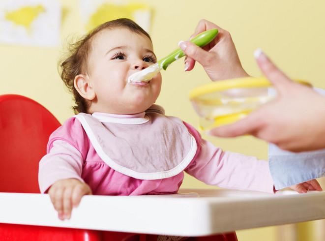 ماهي الاطعمة التي تساعد الطفل على المشي