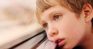 اعراض التوحد عند الاطفال وعلاجه